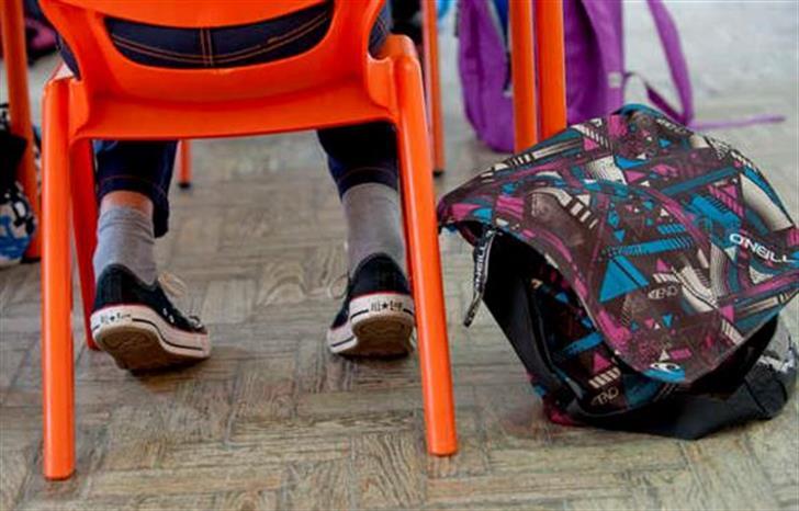 Dois terços dos alunos carregam mochilas com demasiado peso